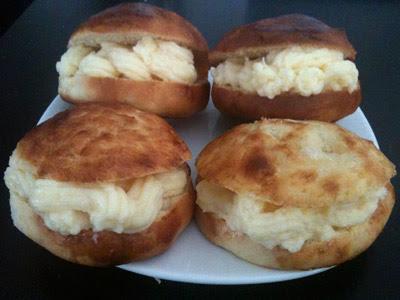 Bollos suizos rellenos de crema