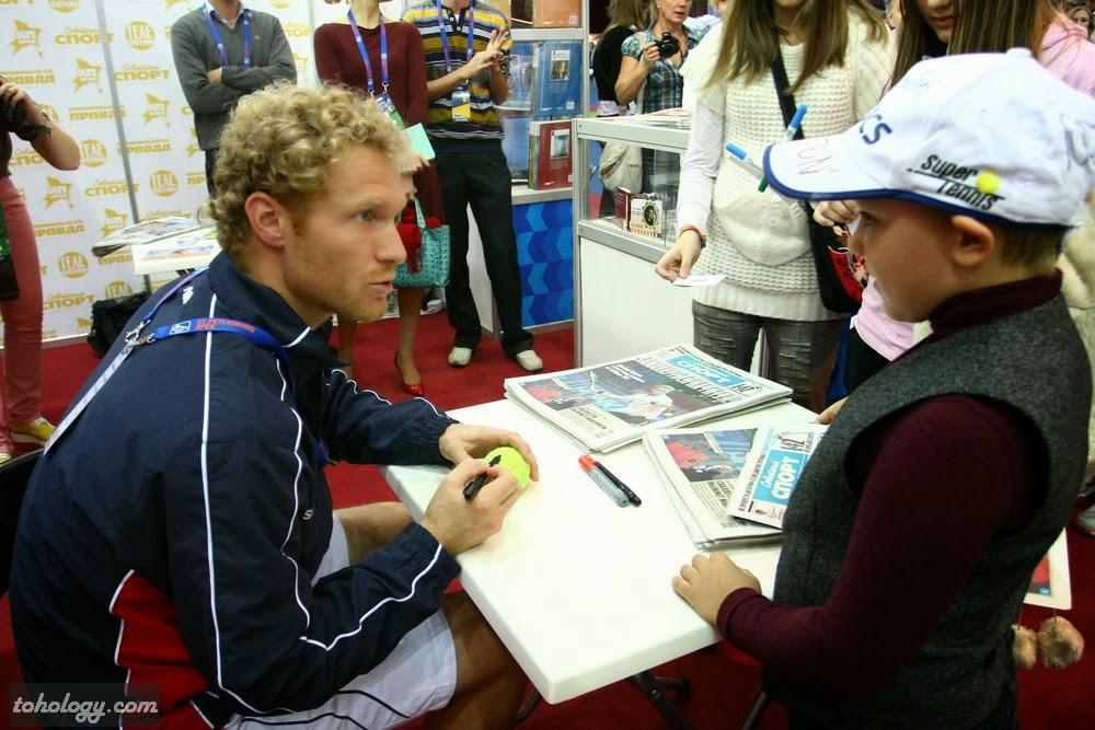Dmitry Tursunov's autograph session / Автограф-сессия Дмитрия Турсунова