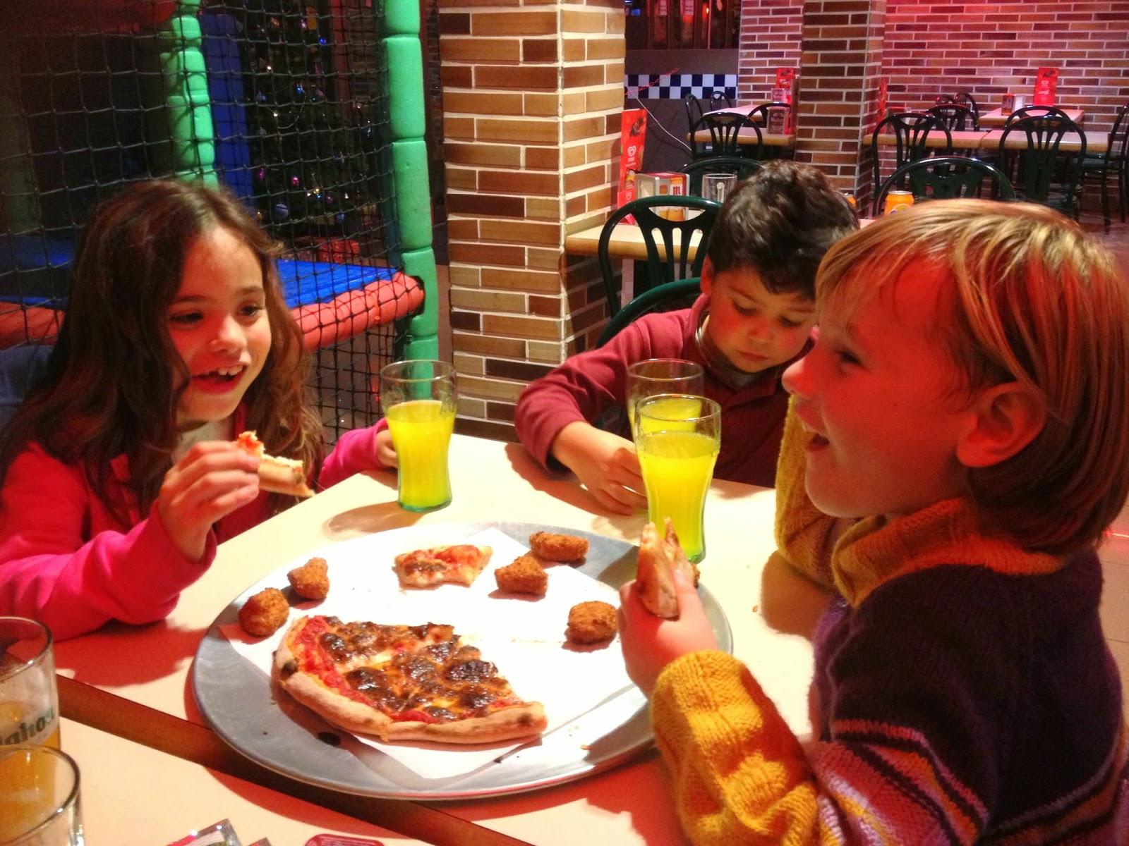 Asturias con niños, a dónde vamos hoy? Mike´s, hamburguesería con zona infantil, en Oviedo