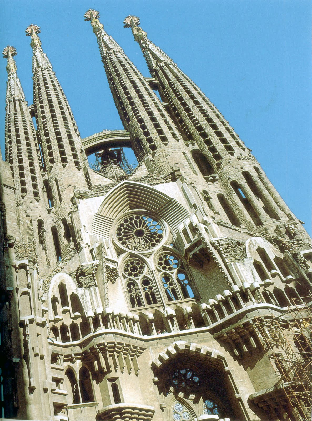 Architecture signed by antonio gaudi for Architecture gaudi