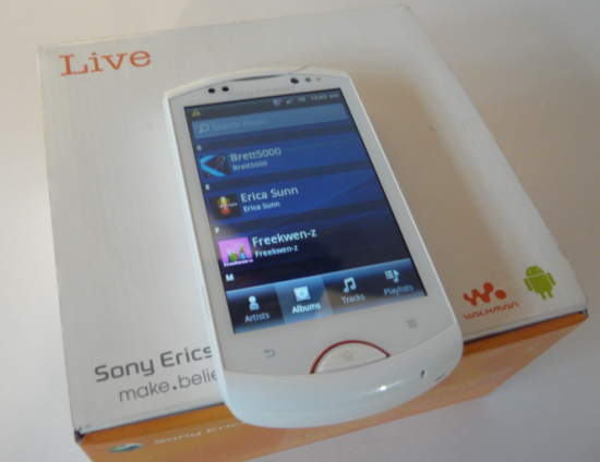 unboxing sonyericssonlive with walkman