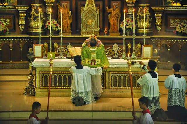 http://3.bp.blogspot.com/-wEUCTRGoshQ/U95qxMHRHpI/AAAAAAAAUSQ/JPXFiBGuh9w/s1600/CATHOLICVS-Santa-Misa-Cubao-Holy-Mass-4.jpg