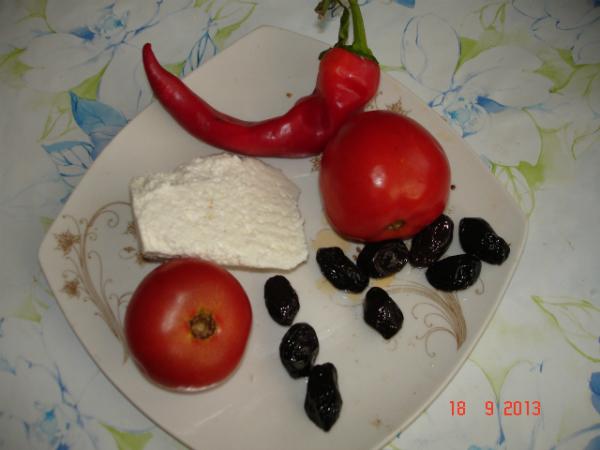 Rosii, branza, masline si ardei pentru de dimineata