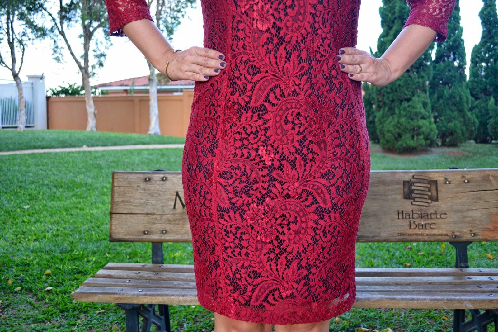 vestido renda guipir, renda vermelha, vestido vermelho de renda, scarpin dourado, clutch animal print, carmen steffens, blog camila andrade, pamela zanadréa, blog de moda em ribeirão preto, fashion blogger