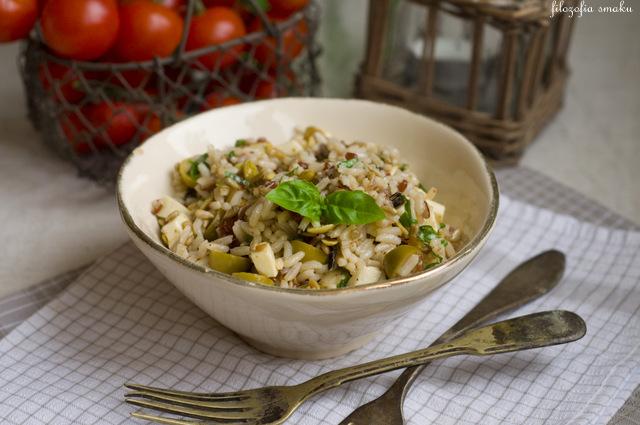 Sałatka z ryżem i oliwkami przepis