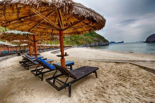 Bãi biển ở Đảo Cát Bà