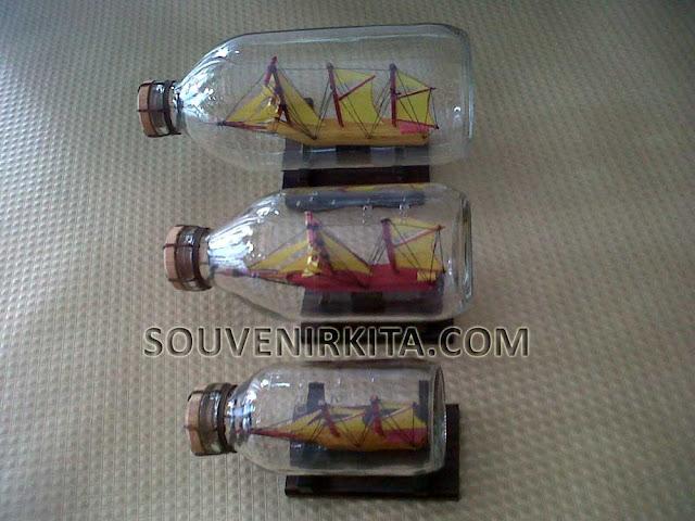 wedding souvenir ship in the bottle