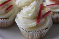 http://zahnfee-im-zuckerrausch.blogspot.de/2012/04/rhabarber-apfel-cupcakes.html