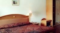 kasur tidur di kamar junior suite