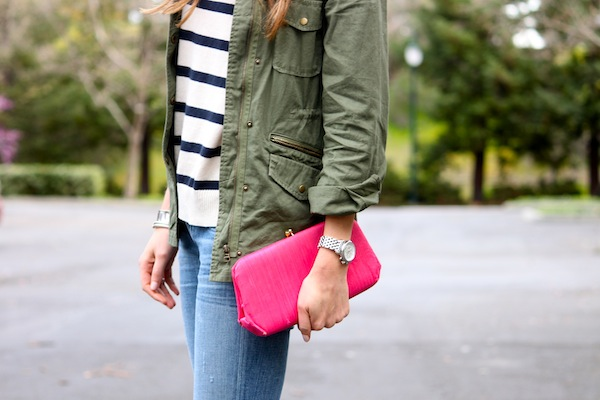 Fatigue jacket + pink clutch