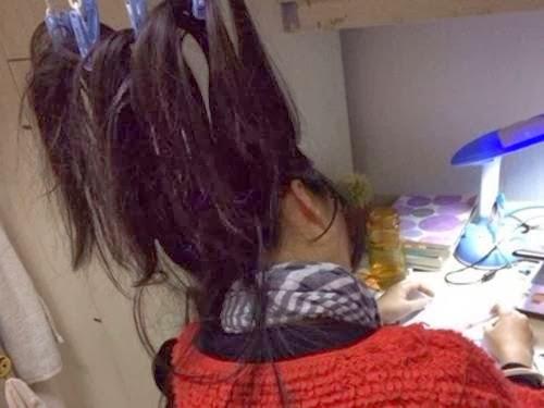 Alunas Chinesas prendem cabelo no teto para não dormir