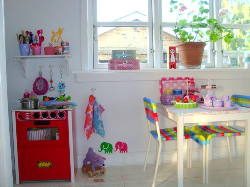 Farverig indretning af børneværelset