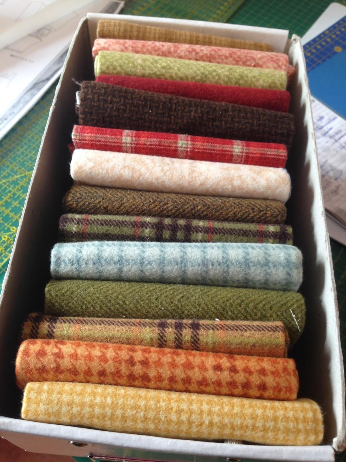 los precortados jelly rolls cakeslos guardo en un armario dentro de una cesta