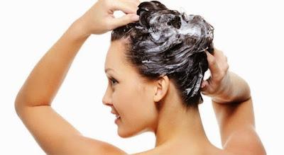 ¿Por qué deberías lavar tu cabello con vinagre de manzana?