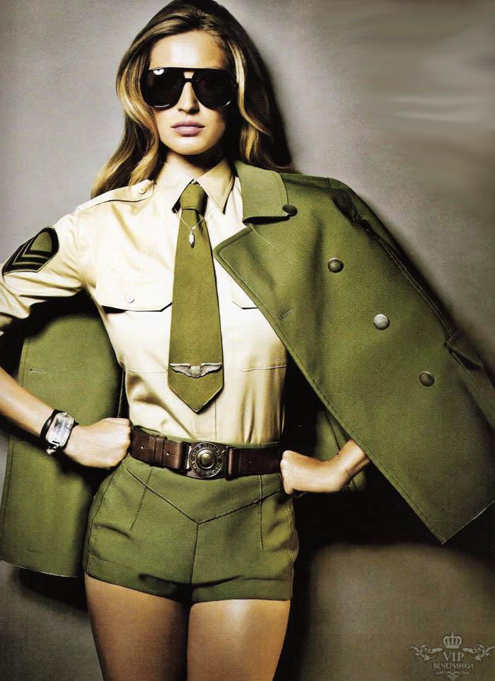 Женщина в военной форме сзади фото 609-812