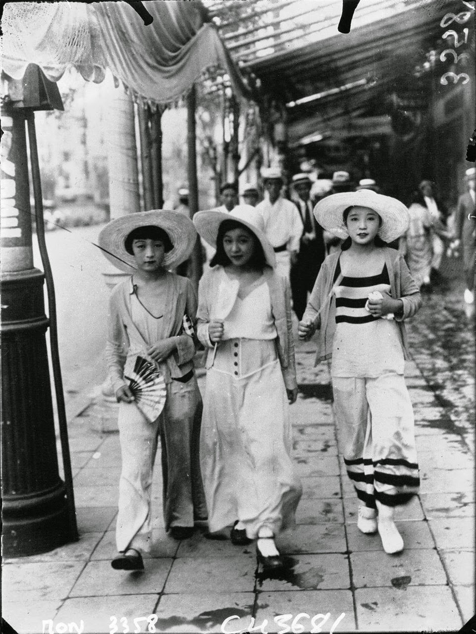 Street Fashion In Japan 1932 Vintage Everyday