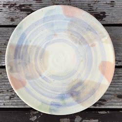 薄紫の刷毛目とピンクの大皿