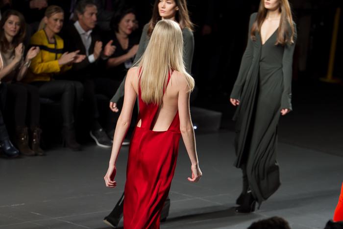 Vestido rojo escote espalda descubierta  ÁNGEL SCHLESSER Blogger moda Valencia withorwithoutshoes