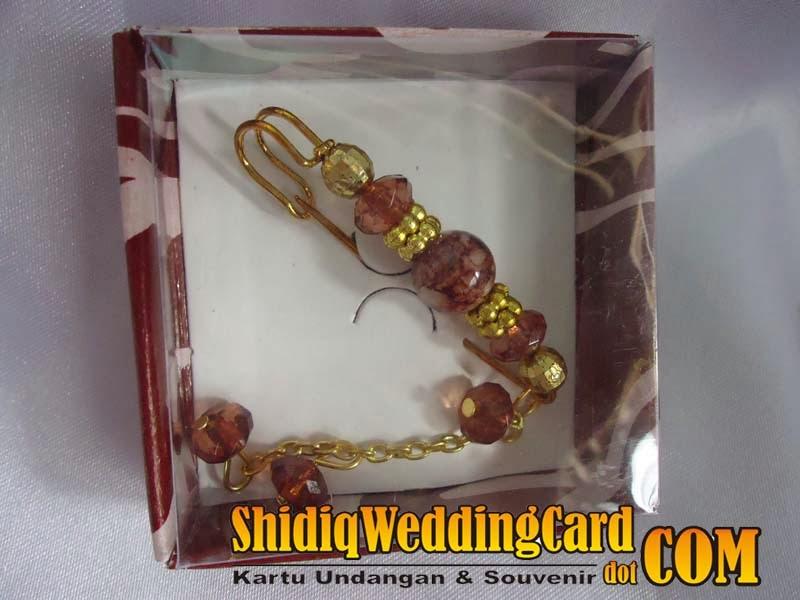 http://www.shidiqweddingcard.com/2014/02/souvenir-bross-jurai.html