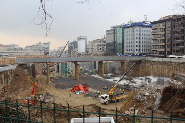 Taksim Talimhane arasındaki köprü