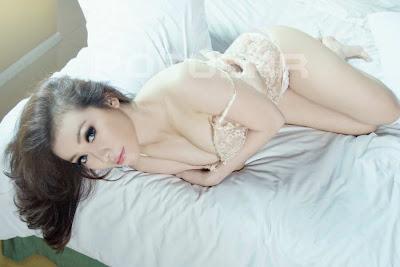 Nanda, Foto Model Hot Majalah Popular - Ada Yang Asik