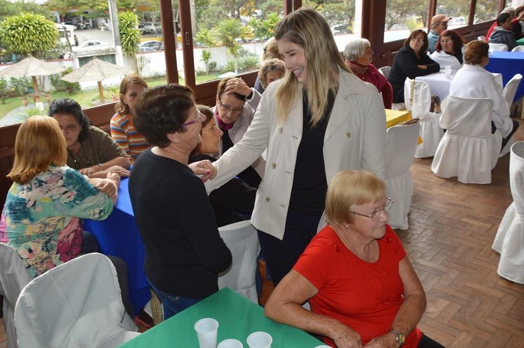 A primeira-dama e secretária dos Direitos da Mulher, Alessandra Rosa cumprimentou os presentes no evento