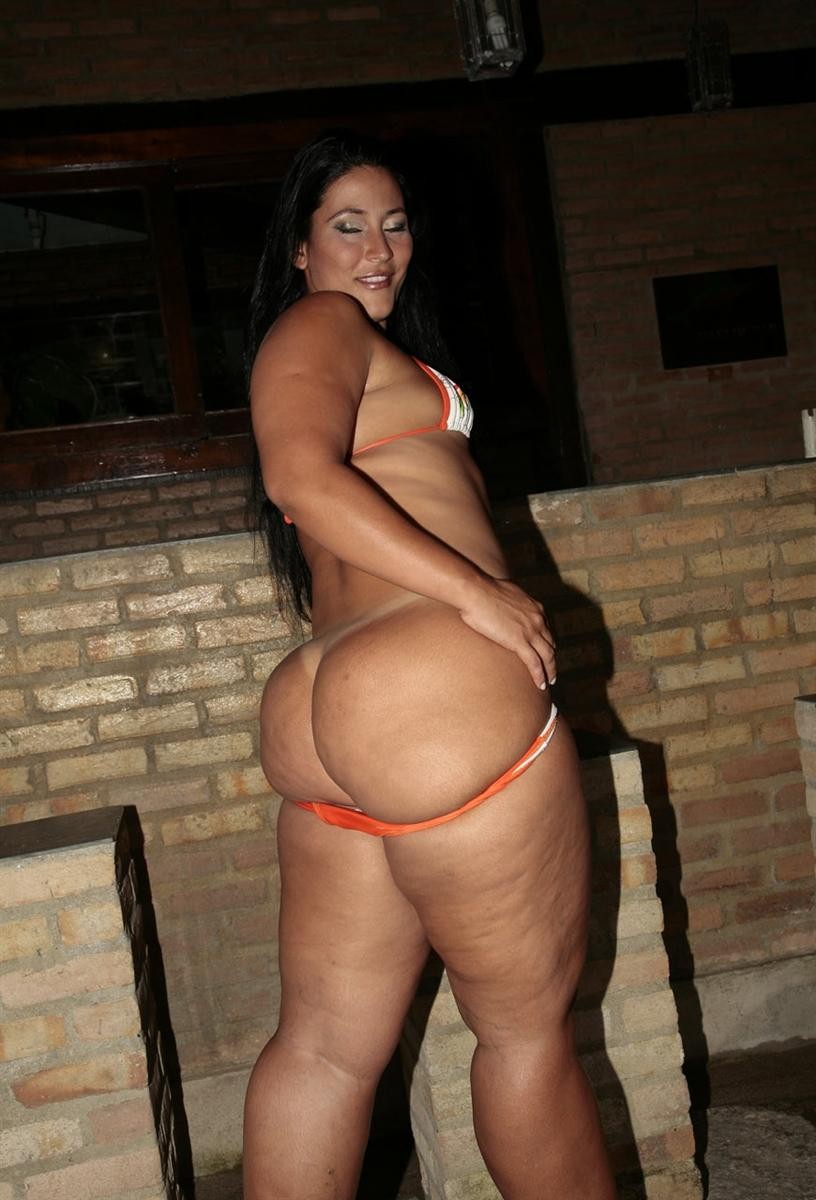 cute wife s bare ass naked