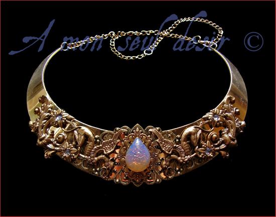 Collier torque médiéval renaissance griffons or bronze harlequin art glass