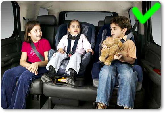 Jok tambahan khusus bayi pada kursi belakang dengan memanfaatkan fitur Isofix