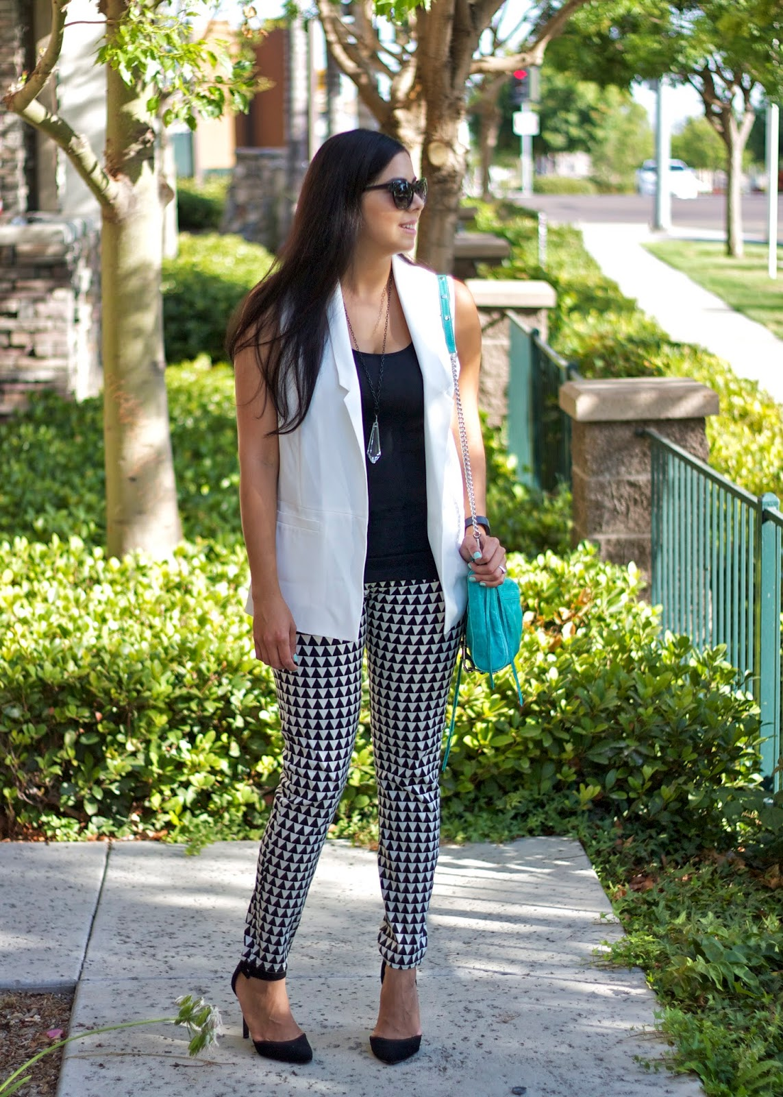 Sleek black and white look, geo print pants, geometric print pants, f21 geo print pants