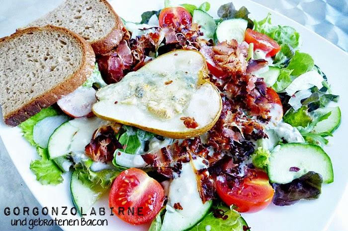 Salat mit Gorgonzolabirne und gebratenen Bacon