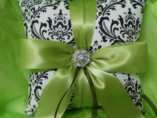 damask accents in green - photo #22