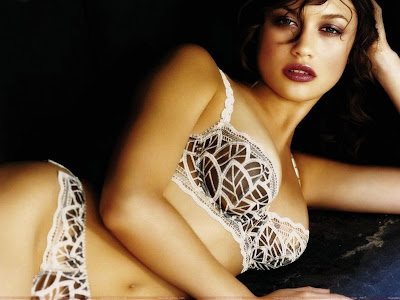 olga_kurylenko_resting_in_hot_mood_sweetangelonly.com