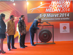 Walikota Medan Buka Pameran Otomotif Medan 2014