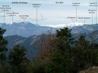 Panoràmica de la Serra d'Ensija i del Cadí, des de la pujada, per la banda nord, del Serrat de Sant Isidre