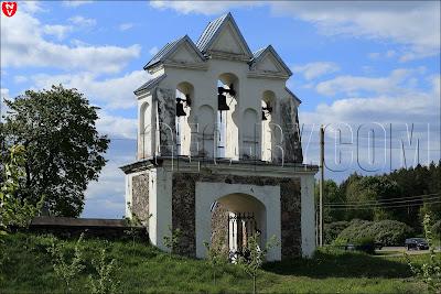 Ворота-колокольня