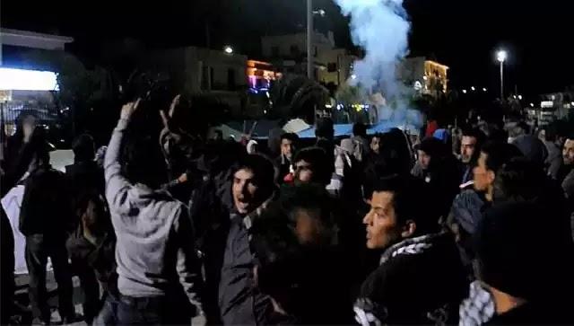 Χαμός στη Χίο: ΜΑΤ, πρόσφυγες και μετανάστες «έπνιξαν» με χημικά και έδειραν εκατοντάδες Χιώτες (βίντεο)