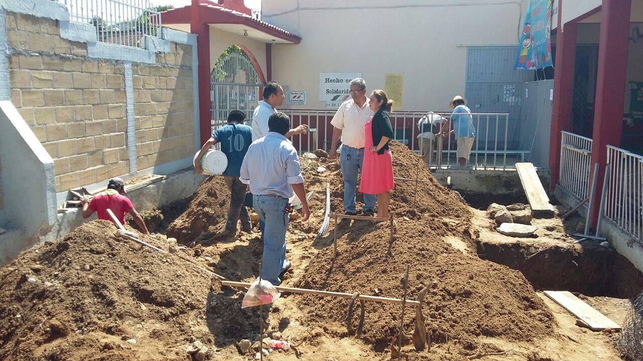 El diario de la tarde supervisan construcci n de comedor for Proyecto de construccion de comedor escolar