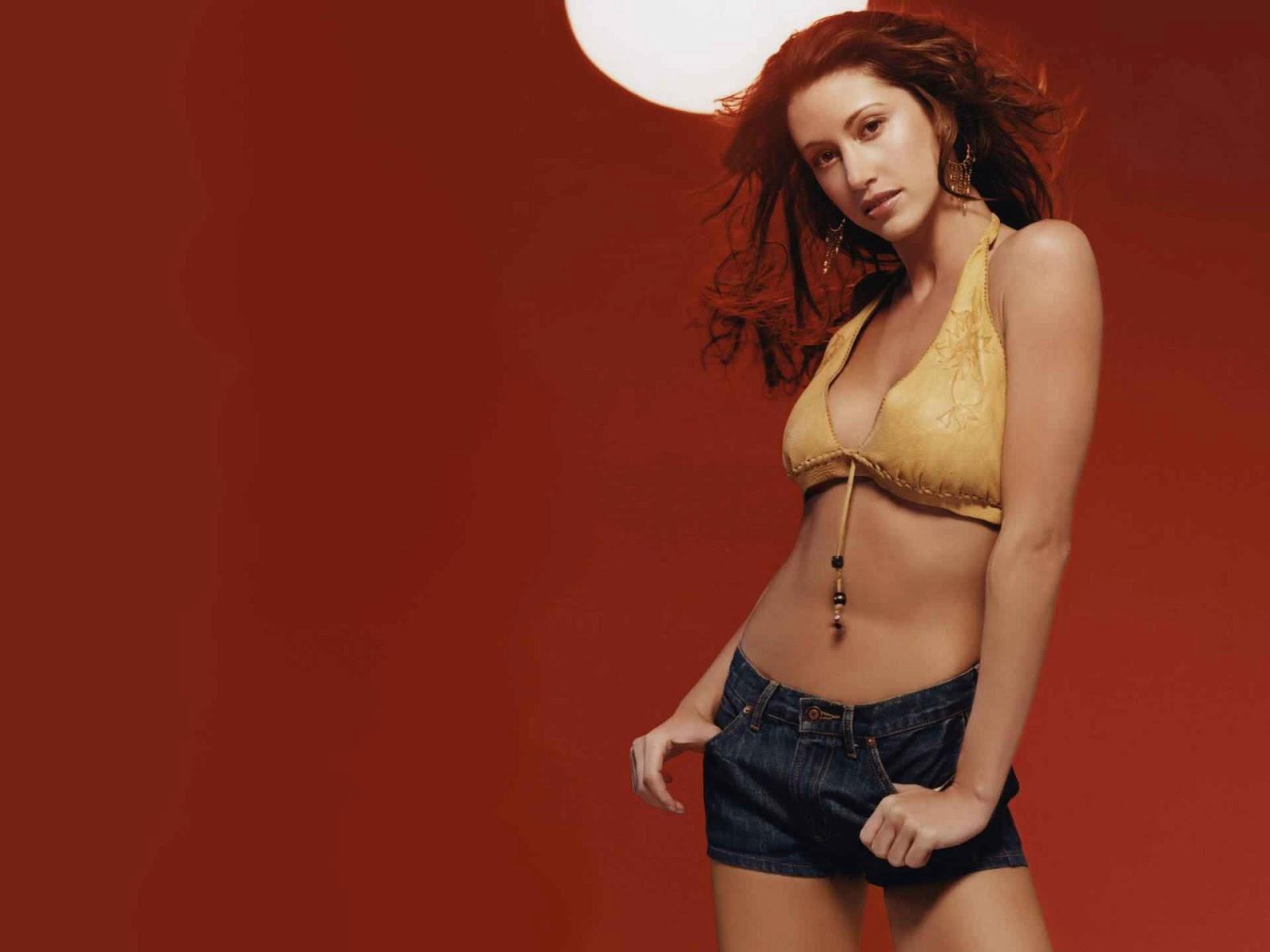 Shannon Elizabeth Hd Pics, Shannon Elizabeth Cute Style, Shannon