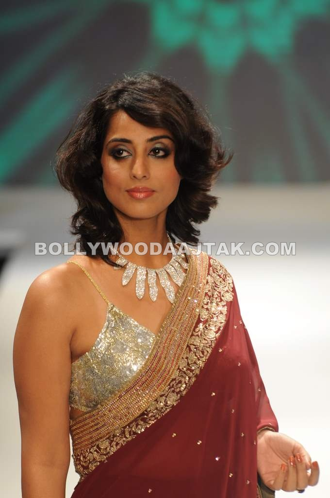 Hot Mahi Gill Ramp Walk for Beti Gitanjali
