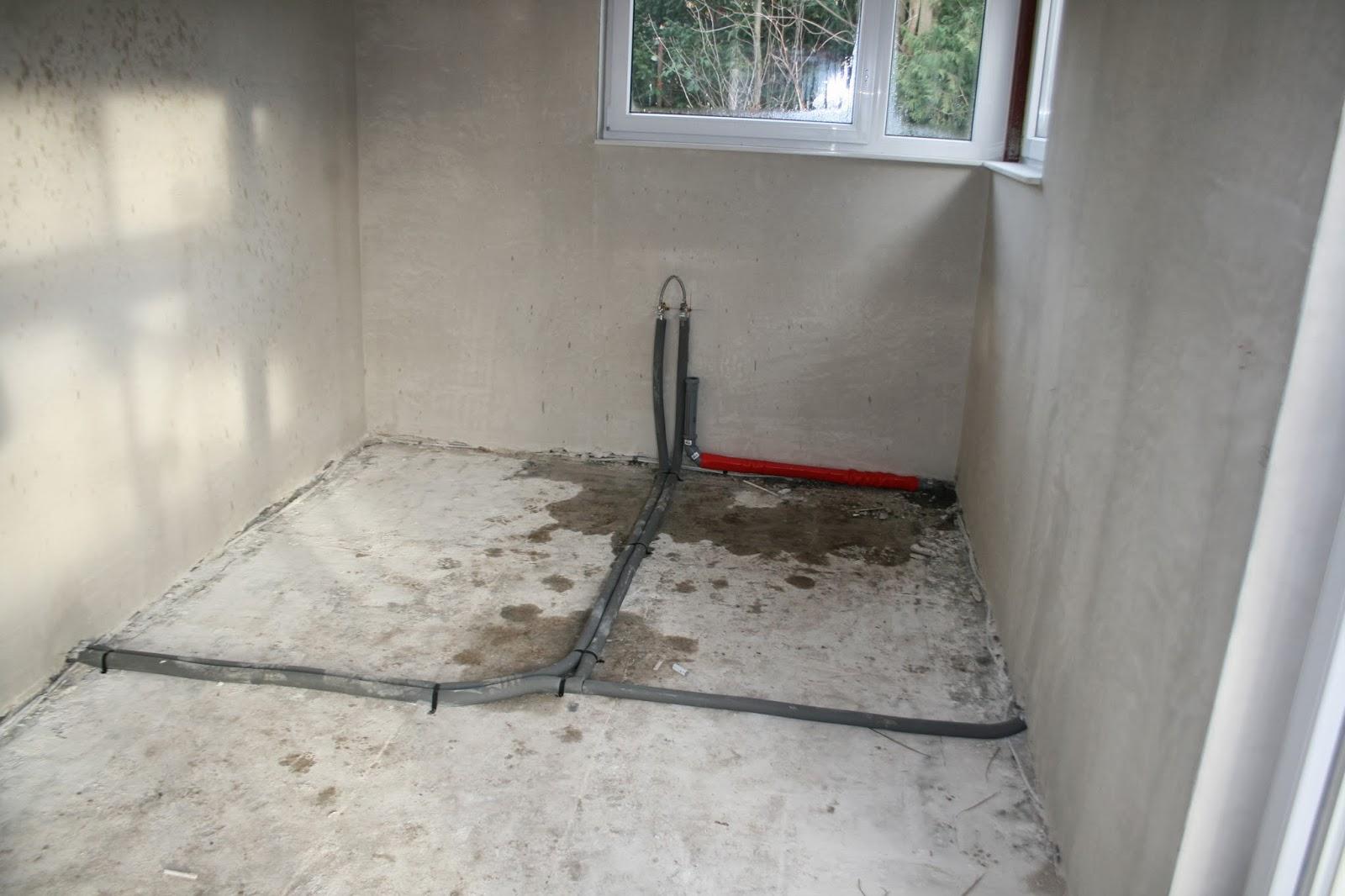 tcm bauen ein haus sanit rarbeiten vor dem estrich. Black Bedroom Furniture Sets. Home Design Ideas