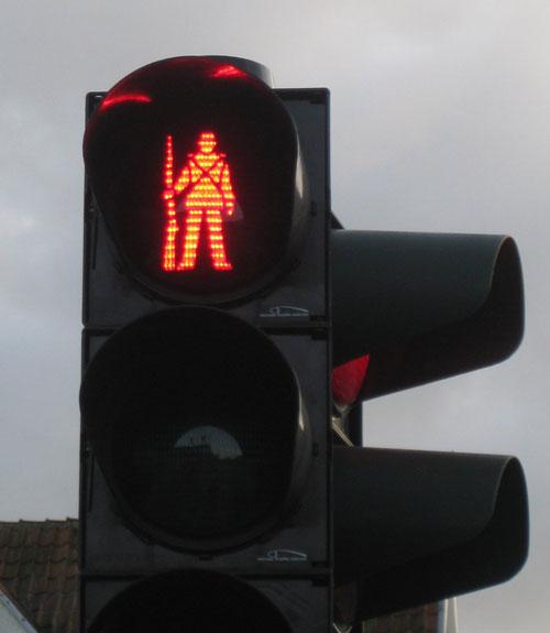 Komik Trafik İşaretleri kırmızı turuncu yeşil işaretler komik sahneler trafikte yaşanan komik sahneler çanakkale geçilmez trafik lambası dur asker