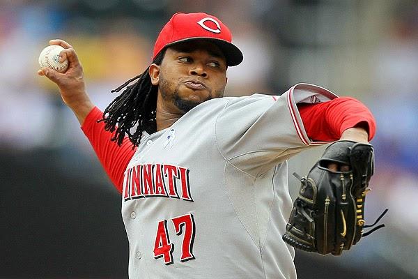 Cincinnati ejerce opción de contrato para el 2015 del lanzador Johnny Cueto