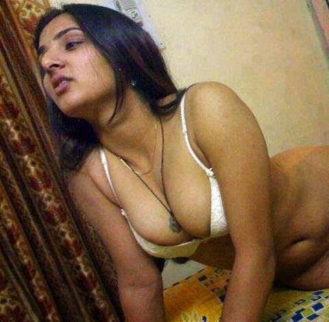 Desi Bhabhis in Bed Room indianudesi.com