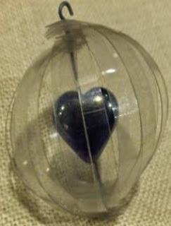 http://manualidadesdehogar.com/adornos-de-navidad-con-botellas-de-plastico/