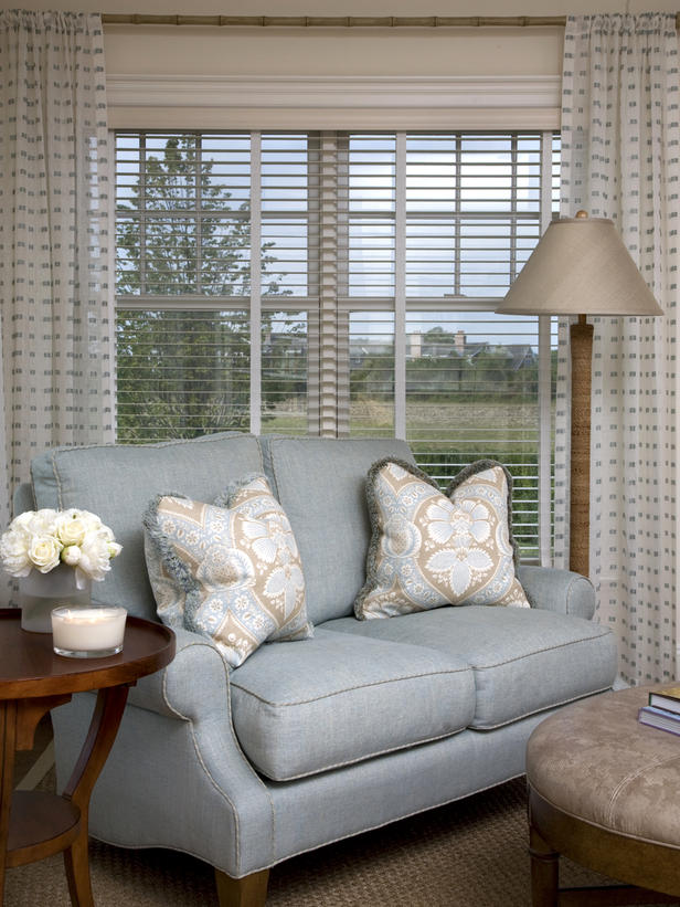 Window treatments design ideas 2011 by hgtv designers for Living room window blinds