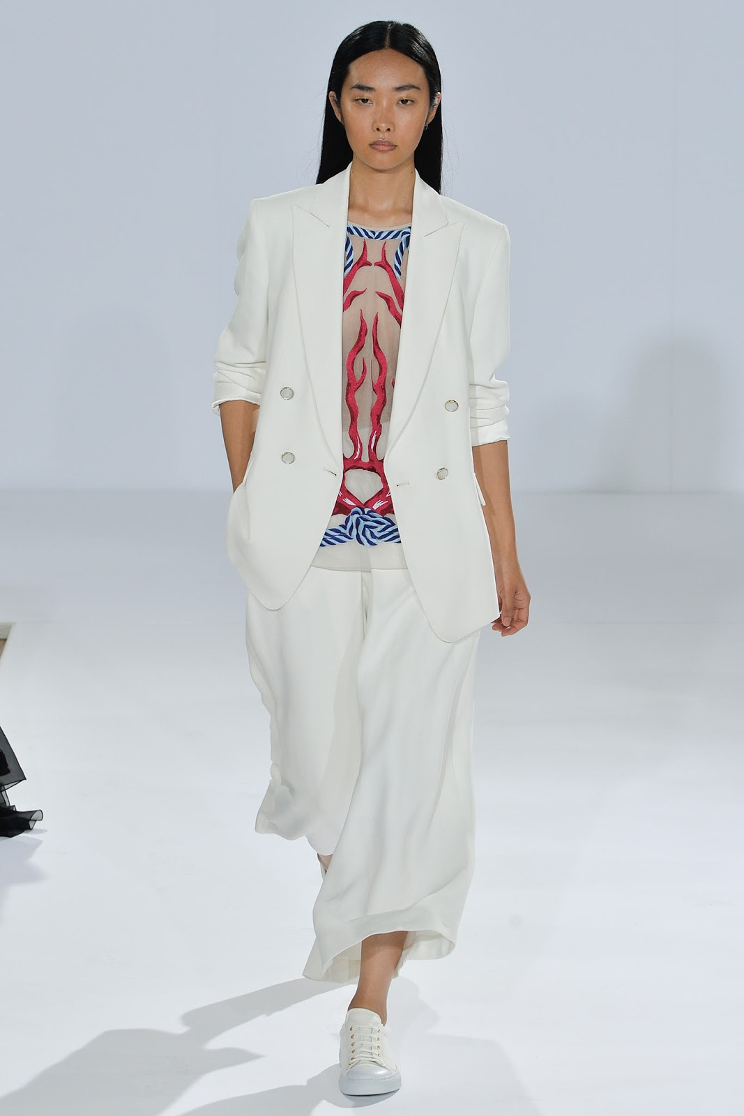 Three ways to style a summer suit as seen at Temperley Spring/Summer 2015 show. Style tips on how to wear a white suit / Spring/Sumemr 2015 trends / via fashioned by love british fashion blog