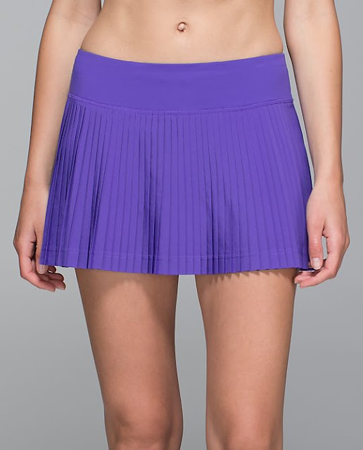 lululemon-pleat-to-street