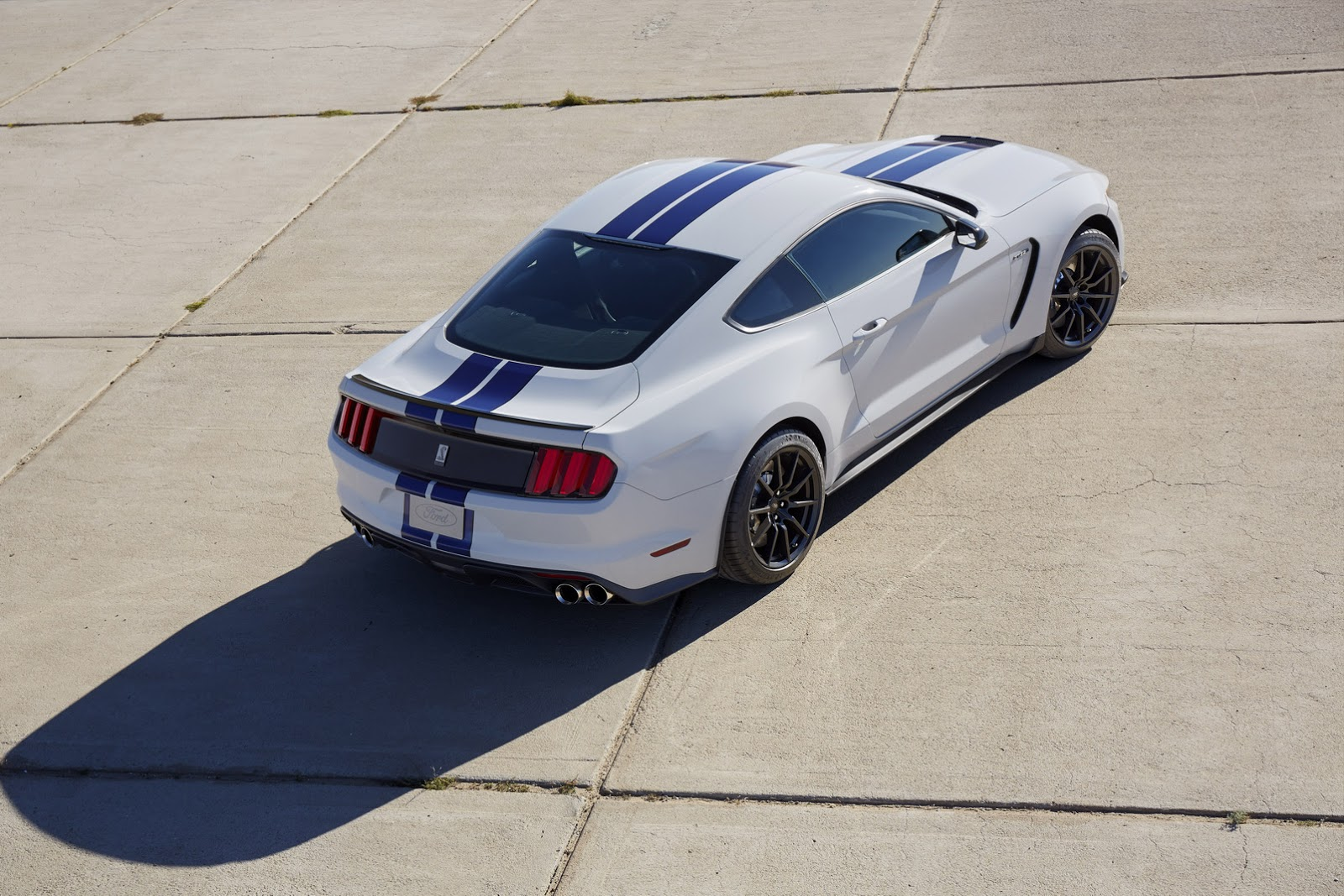 New-Ford-Mustang-Shelby-GT350-32.jpg