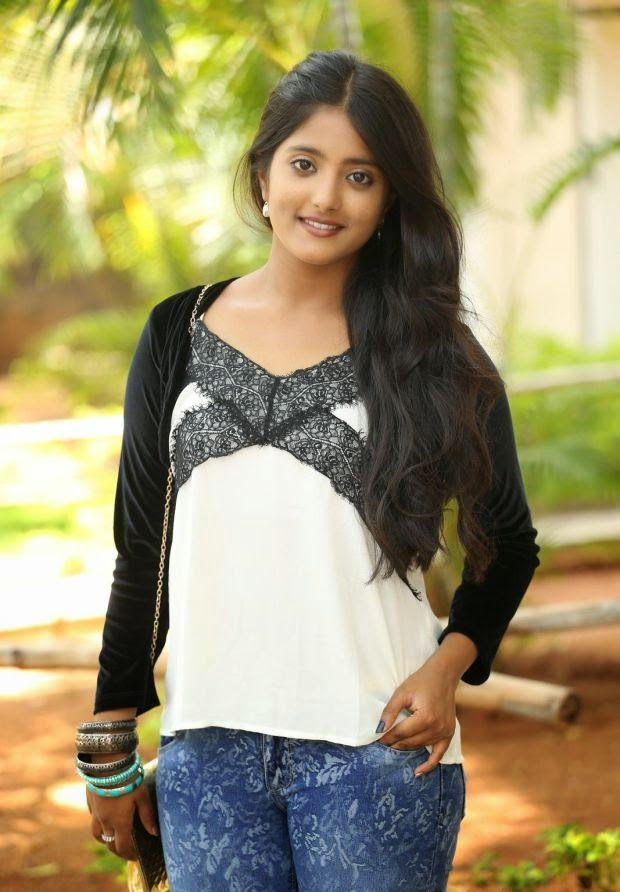 Ulka Gupta andhra pori actress hot photos